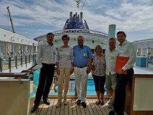 Michael Seibert von atiworld.de & Michael Steffl von Hapag LLoyd Cruises mit Teilnehmern der Besichtigung