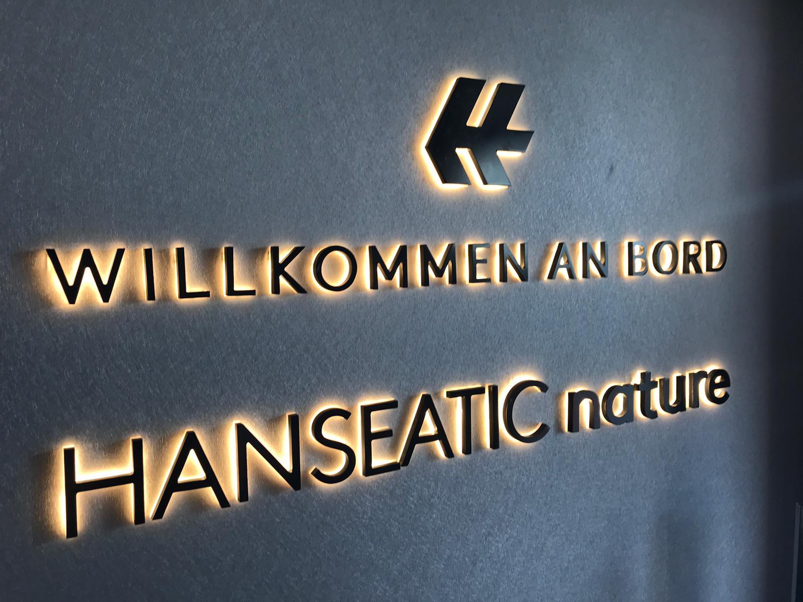 Schild Willkommen auf der Hanseatic Nature