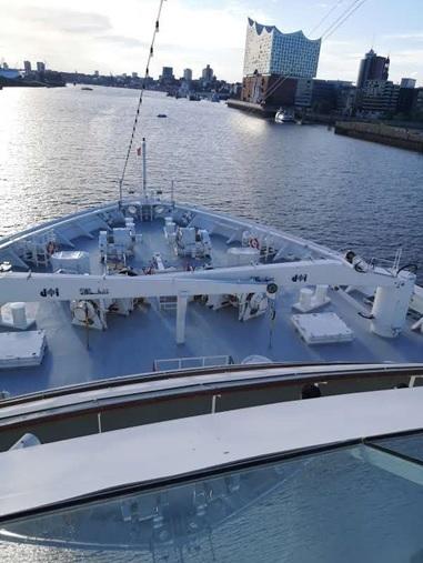 Erstes Auslaufen der Europa 2 von Hapag Lloyd Cruises nach der Corona Pandemie